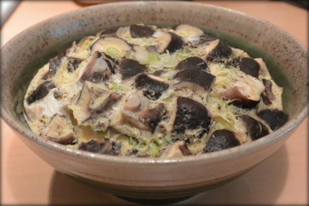 Oeufs et champignons à la vapeur