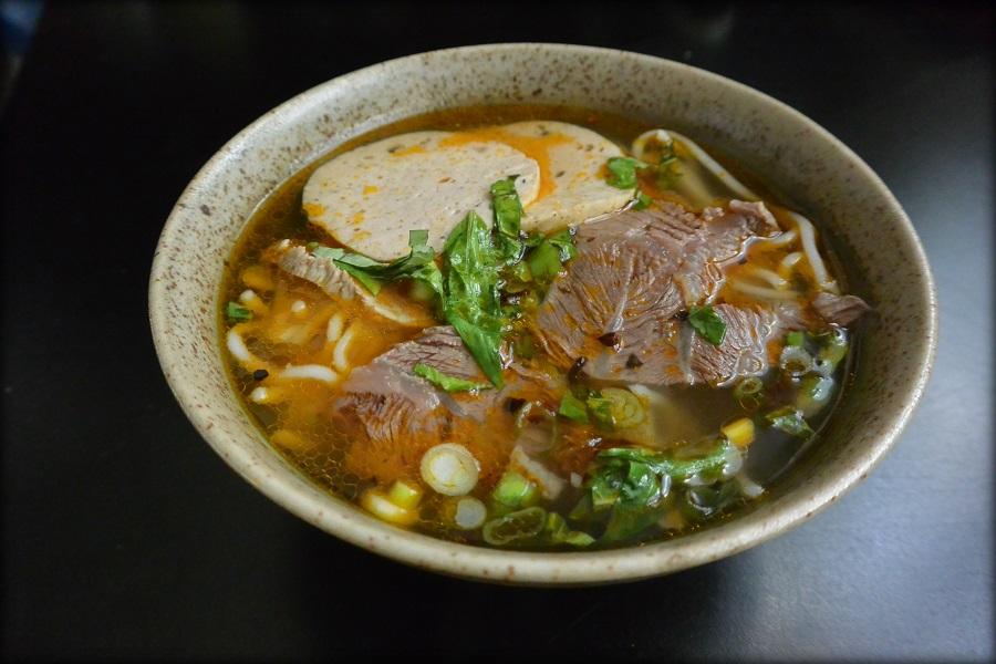 Bun bo hu soupe de b uf pic e de hu hu spicy beef - Brabantia cuisiner a l ancienne ...